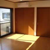 newhouse_room027_1000